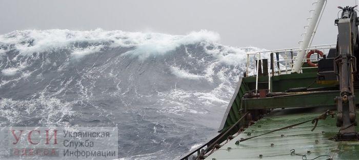 На рейде Одесского порта терпит бедствие сухогруз: спасатели пытаются эвакуировать экипаж «фото»