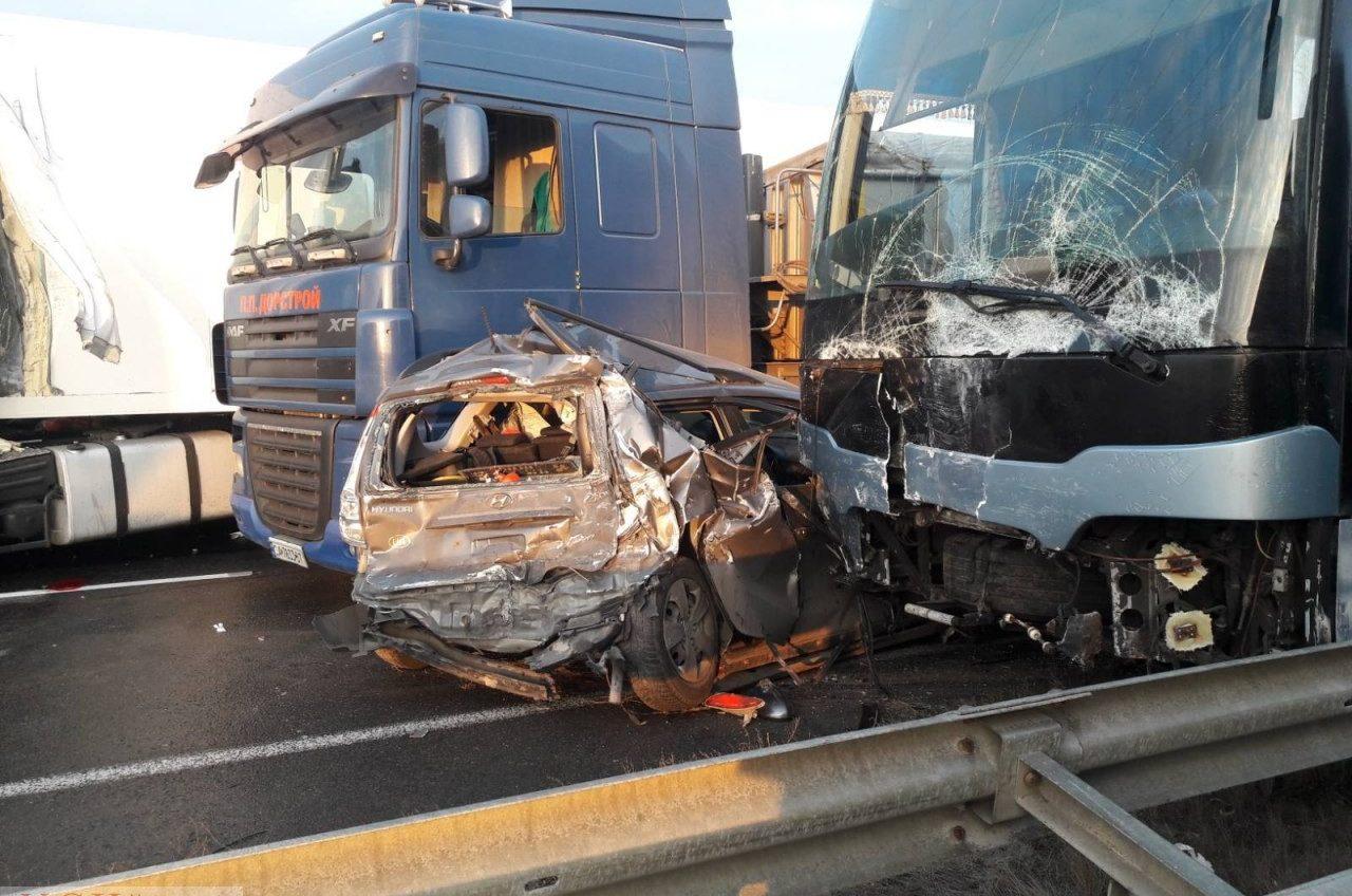 На трассе Киев-Одесса столкнулись рейсовый автобус и 10 машин – есть трое пострадавших (фото) «фото»