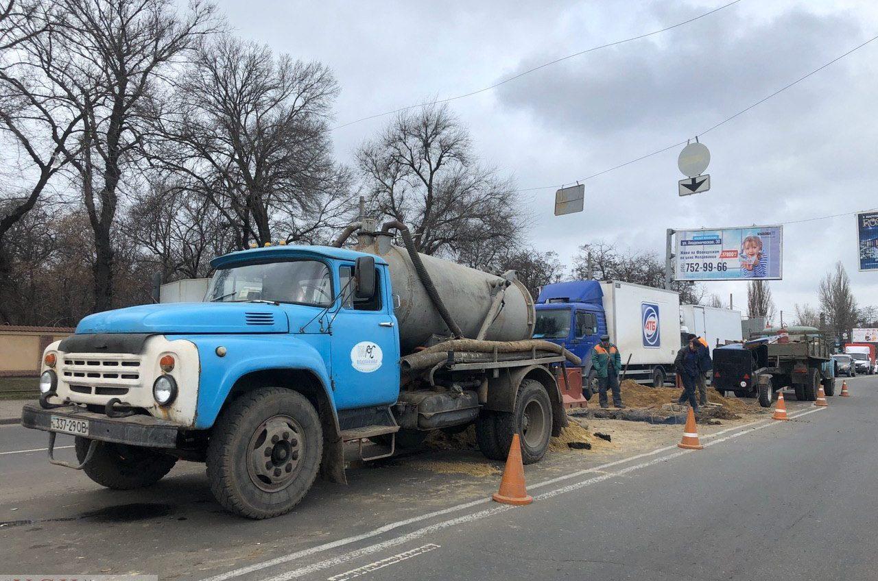 Пробки на Люстдорфской дороге: ликвидируют провал на проезжей части (фото) «фото»