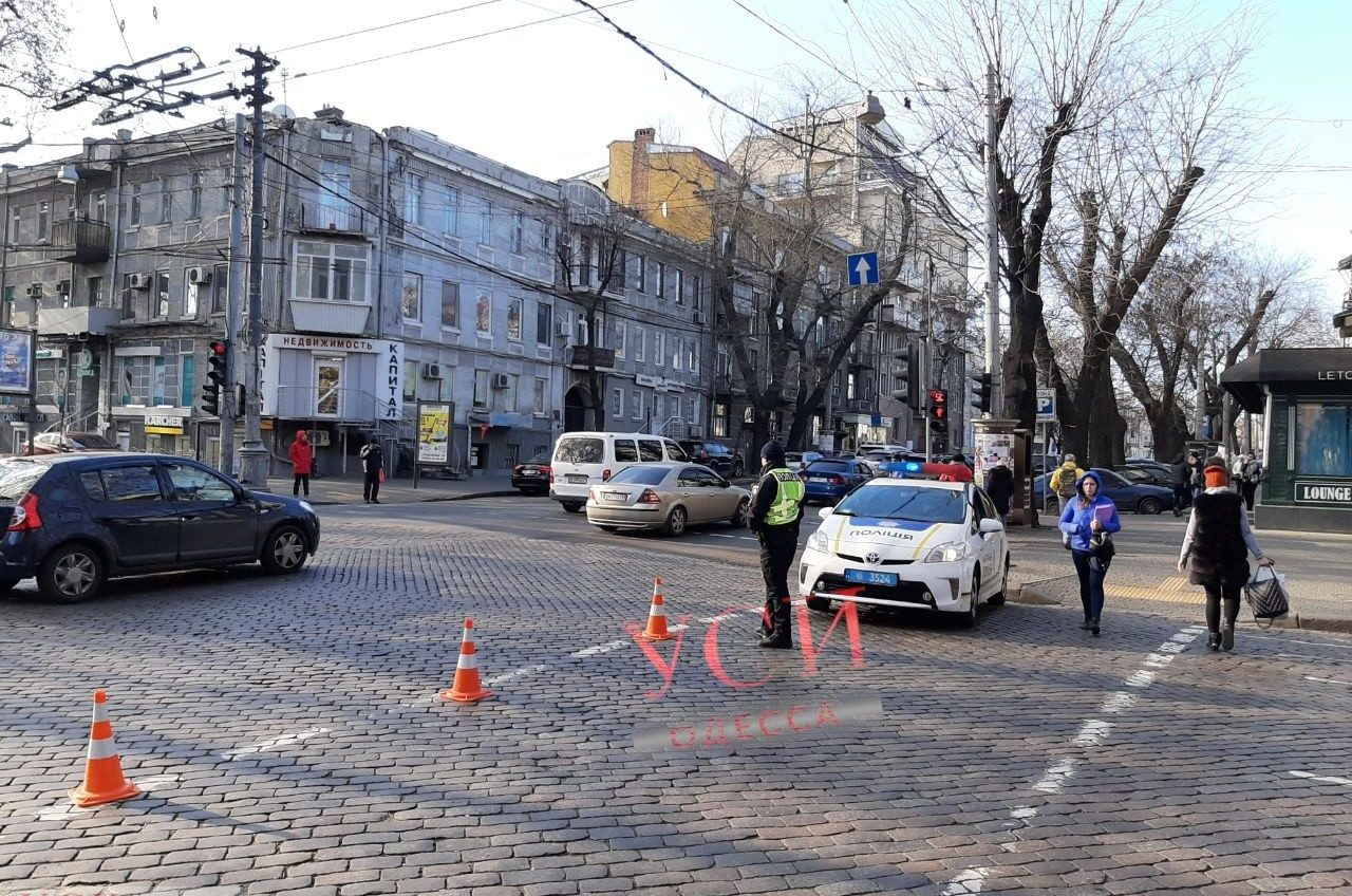 Пожар в центре Одессы парализовал движение транспорта (фото) «фото»
