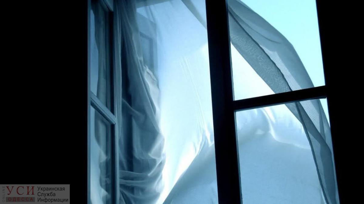 На поселке Котовского мужчина выпрыгнул из окна высотки во время небольшого пожара в квартире «фото»