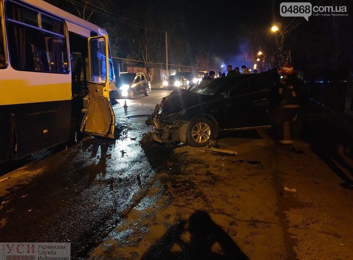 Выехал на встречку и влетел в маршрутку: под Одессой произошло ДТП с пострадавшими (фото) ОБНОВЛЕНО «фото»