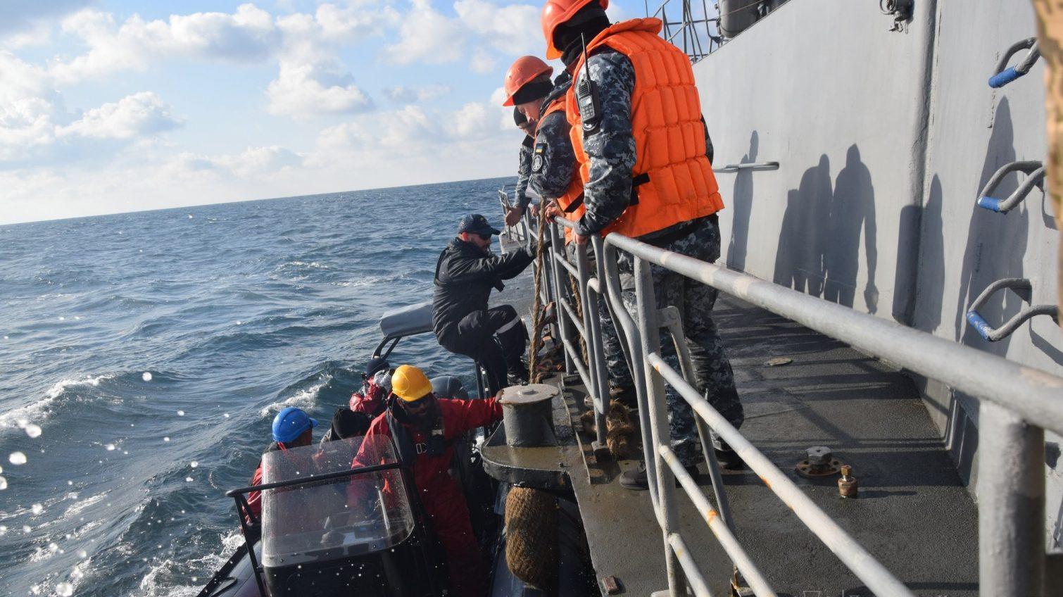 Украинские моряки провели совместные учения с французским корветом у берегов Одессы (фото) «фото»