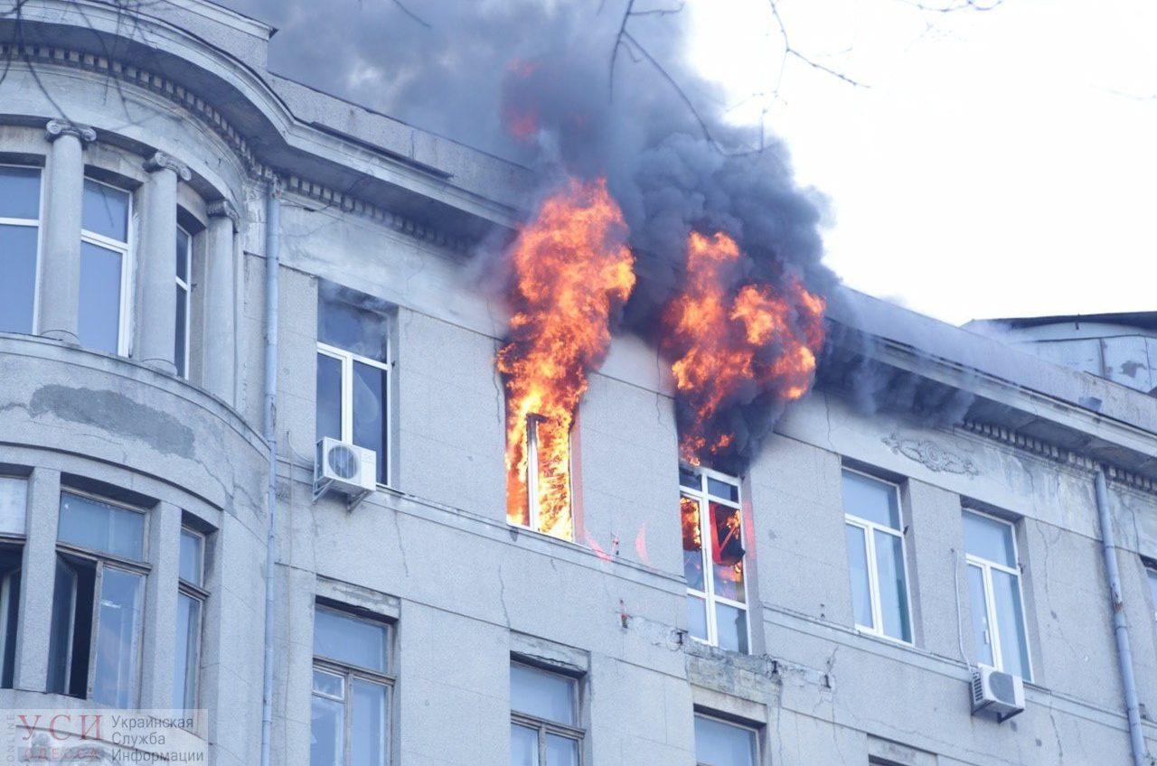 В масштабном пожаре в центре Одессы пострадало 11 человек: есть дети — одна из пострадавших умерла ОБНОВЛЯЕТСЯ «фото»