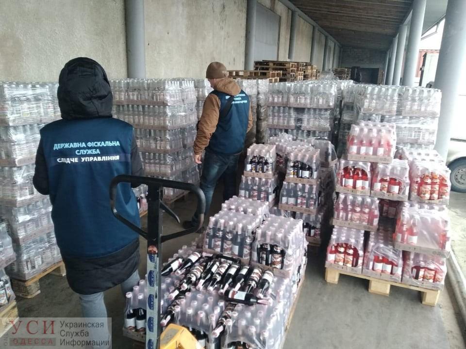 Под Одессой выявили почти десять тысяч литров «паленой» водки (фото) «фото»