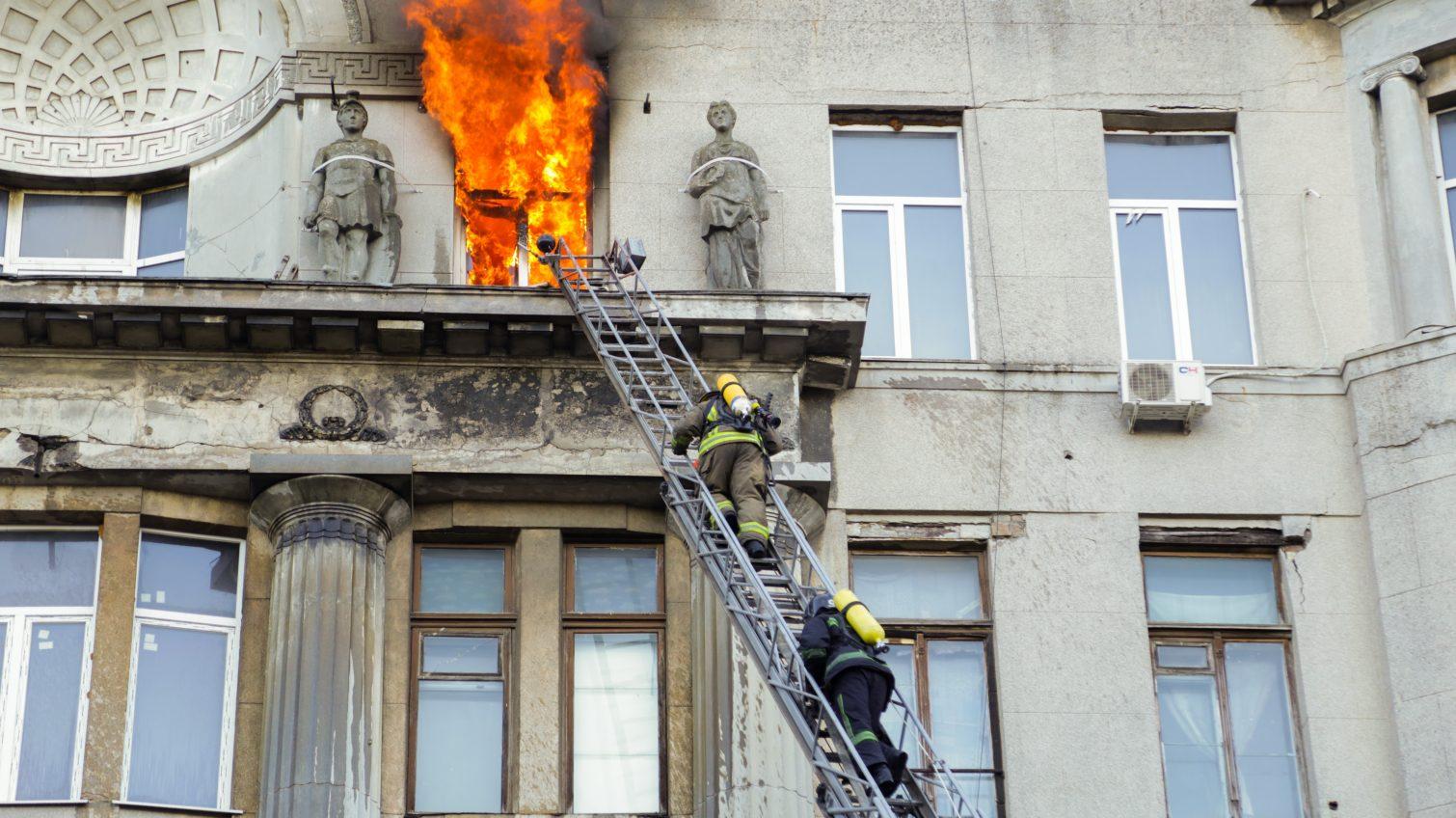 «Волонтеры на Троицкой обеспечили нас так, как за 5 лет не обеспечивало руководство», – пожарный «фото»