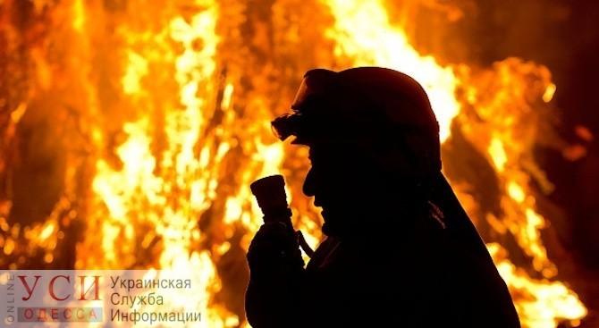 Ночью на Черемушках горели 2 автомобиля (видео) ОБНОВЛЕНО «фото»