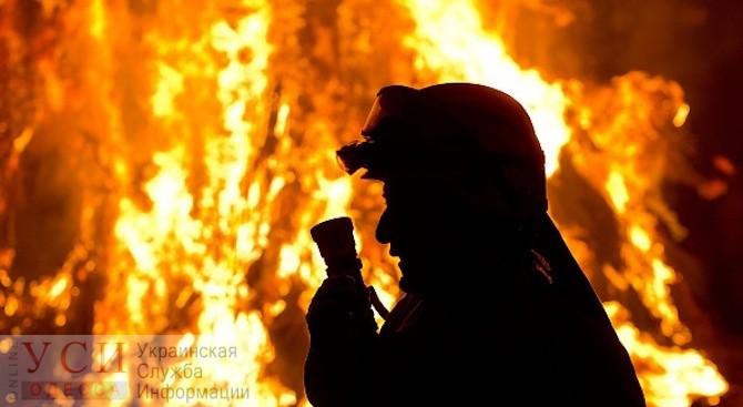 Ночью на Молдаванке горел автомобиль (видео) «фото»
