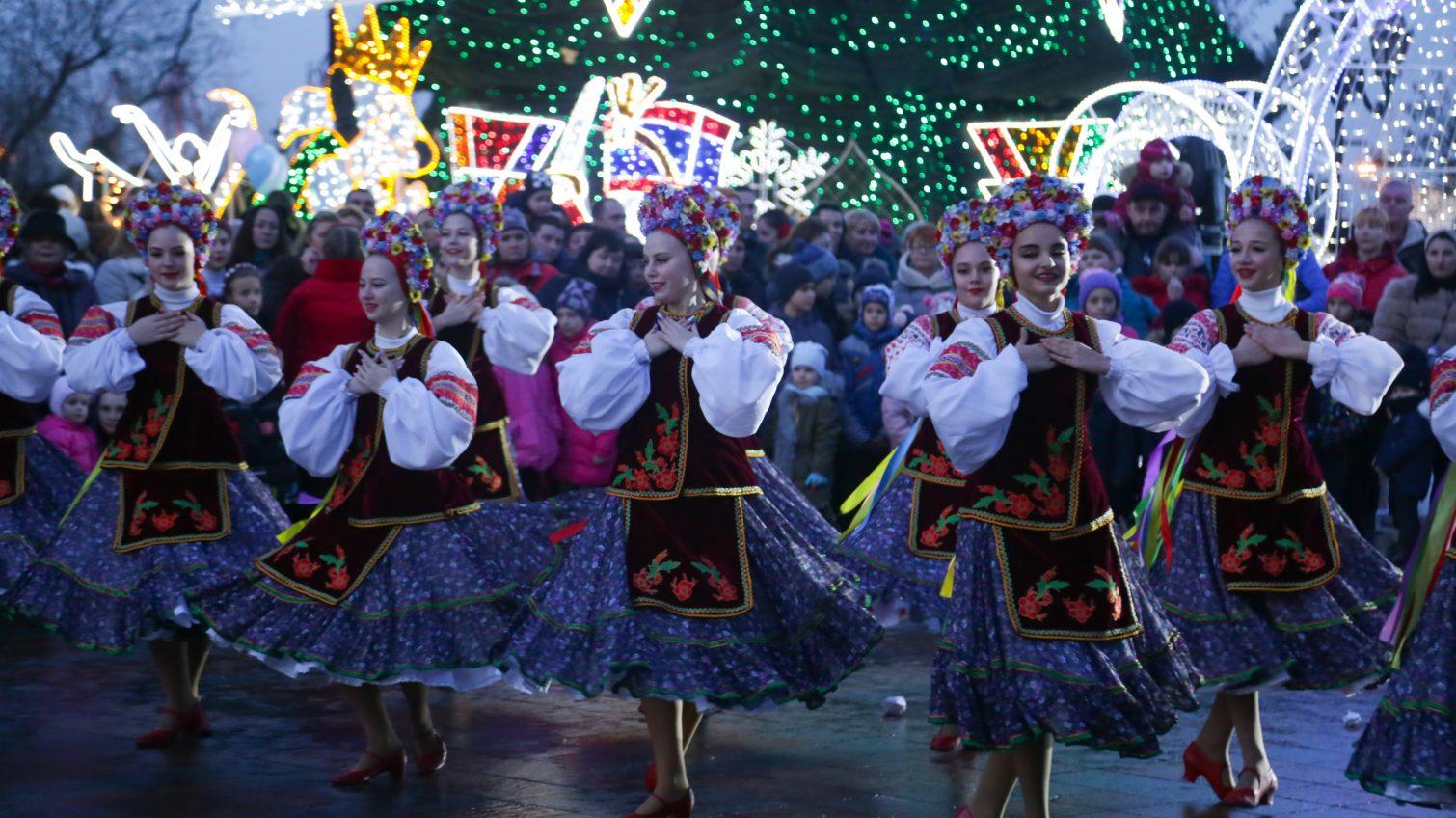 Парад зеленых красавиц: как украсили украинские города к Новому году (фото) «фото»