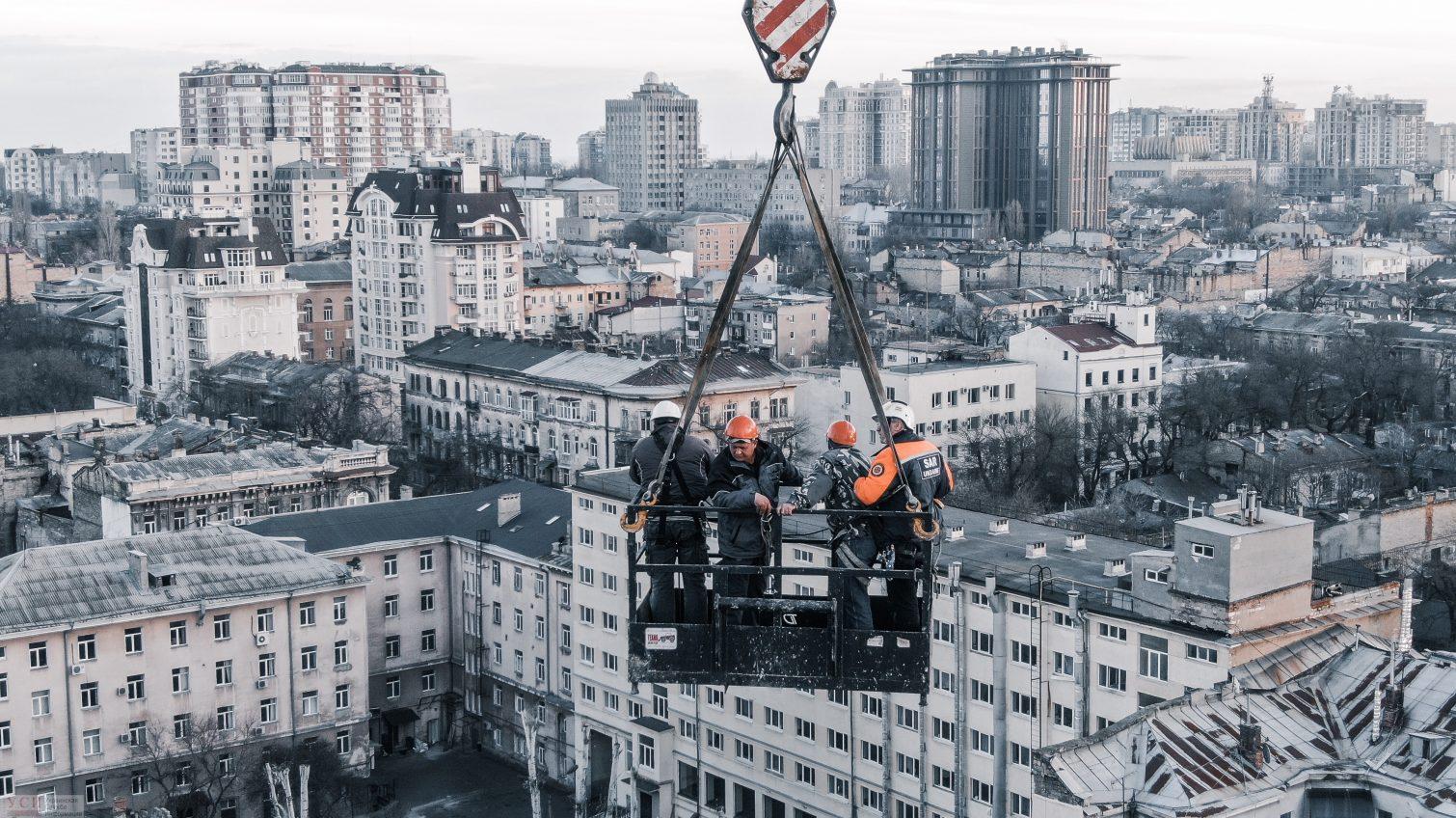 Обломки, горы пепла и опасная работа спасателей: как выглядит сгоревшее здание на Троицкой с высоты (фоторепортаж) «фото»