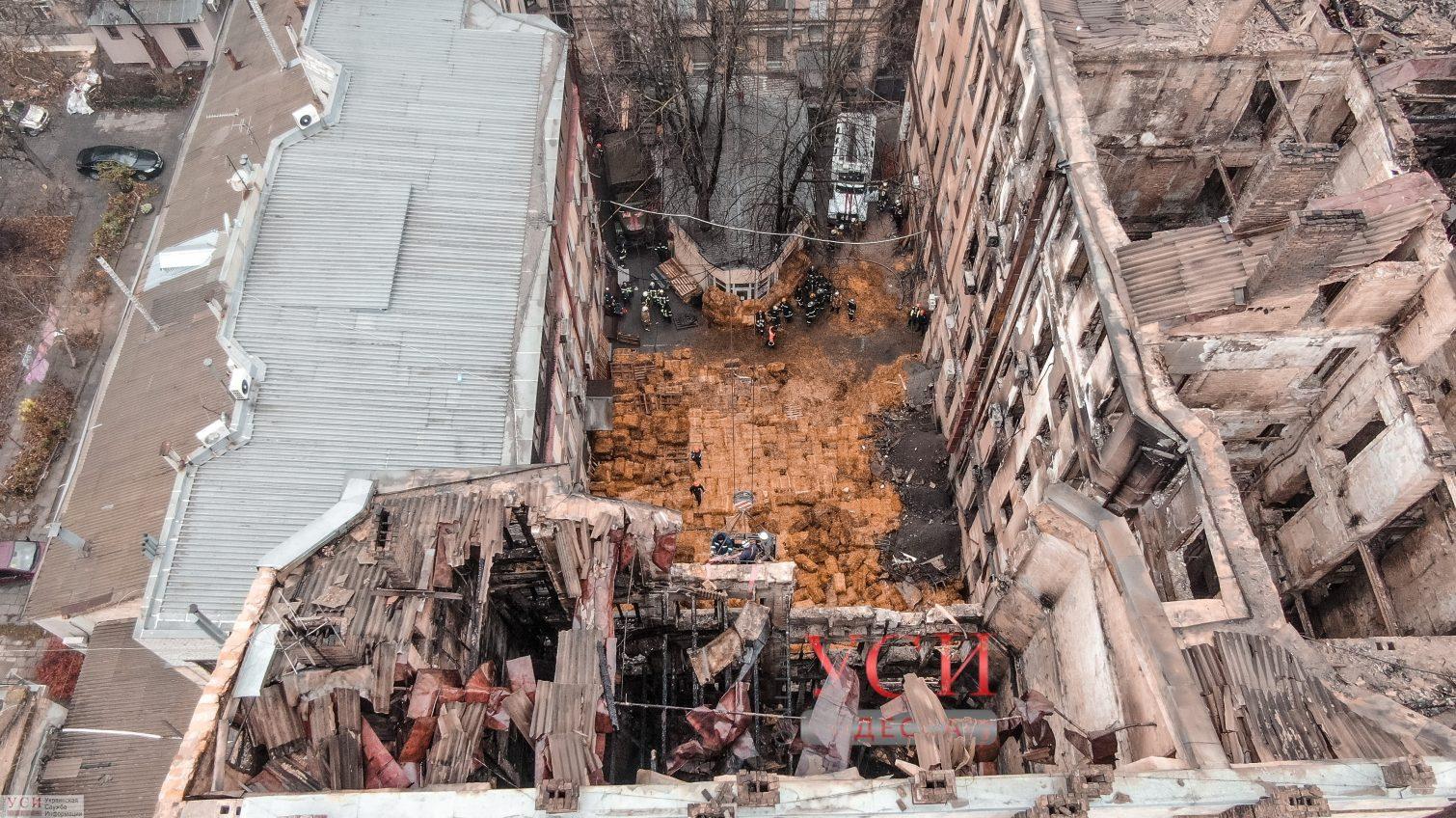 Этой ночью из-под завалов сгоревшего колледжа достали последних погибших: найдены три тела «фото»
