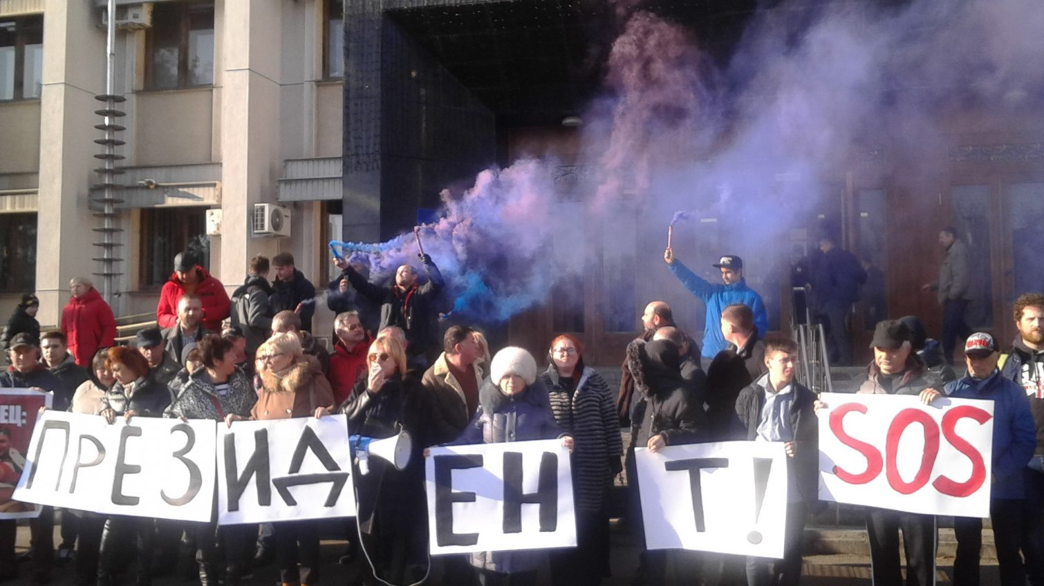 Земельные аферы в Затоке: под Одесской ОГА жгли файеры, а СБУ задерживает чиновников поссовета (фото) «фото»
