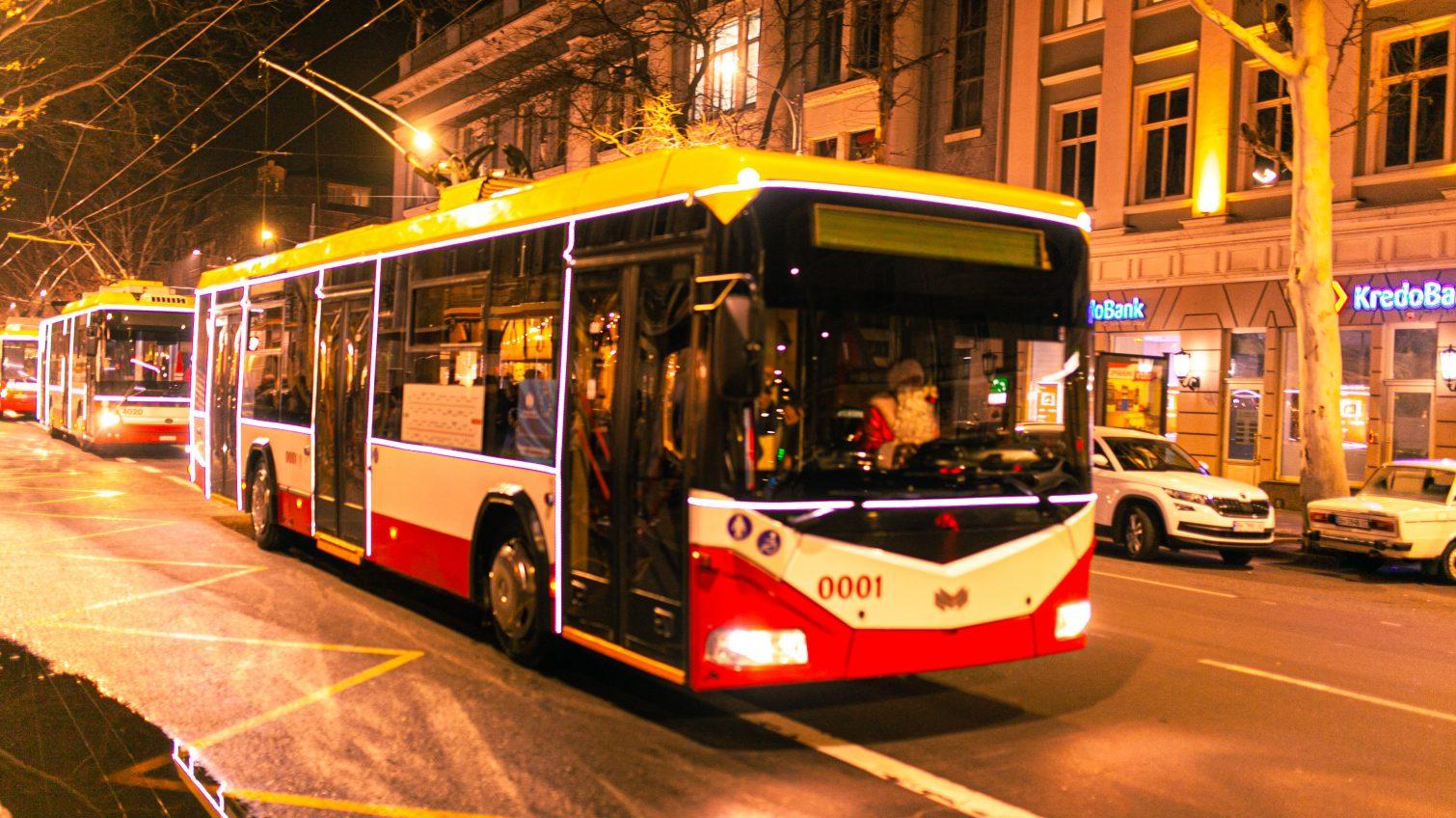 В Одессе прошел праздничный парад троллейбусов (видео, фото) «фото»