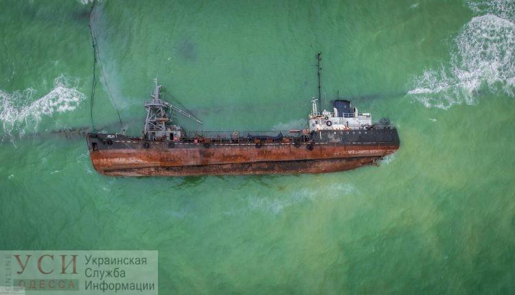 Эпопея Delfi: подъем судна откладывается из-за формальностей, а химики изучают воду на месте аварии «фото»