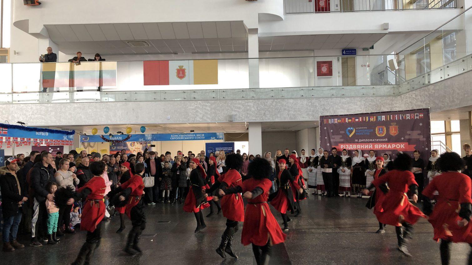 На Одесском морвокзале состоялась международная ярмарка: собранные деньги передадут роддому и детской больнице (фоторепортаж) «фото»