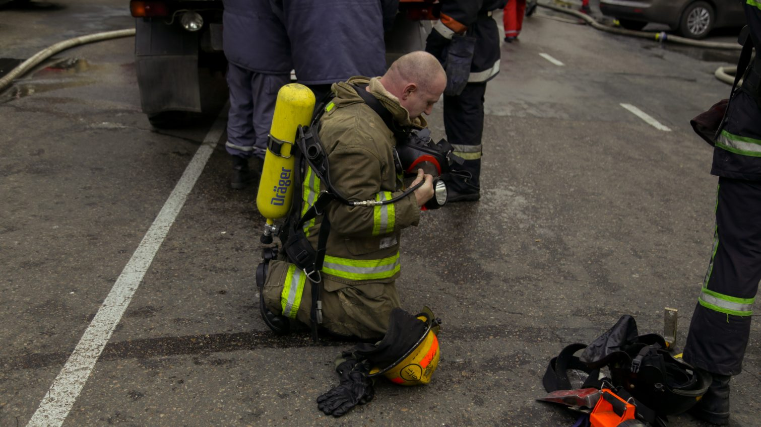 Как в Средневековье: областное управление ГСЧС последний раз закупало спецодежду для пожарных в 2017 году «фото»