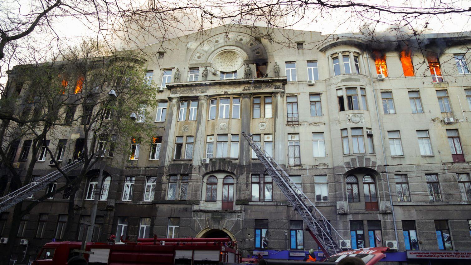 Жителей соседних домов с колледжем на Троицкой отселяют в гостиницы ОБНОВЛЕНО «фото»