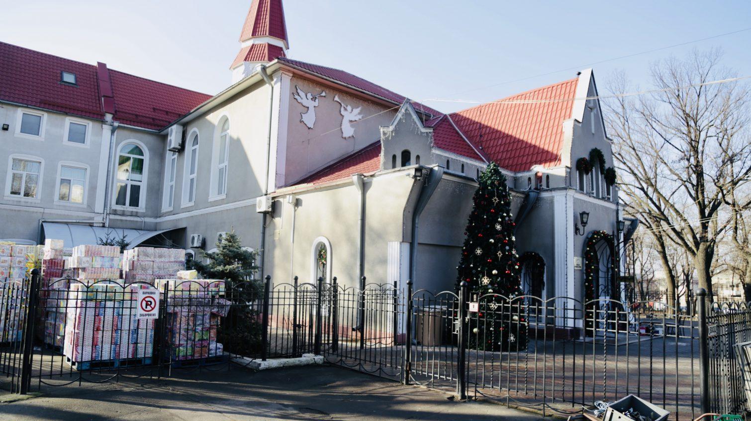 Собери подарок: в Одессе открылась рождественская «Резиденция Добра» «фото»