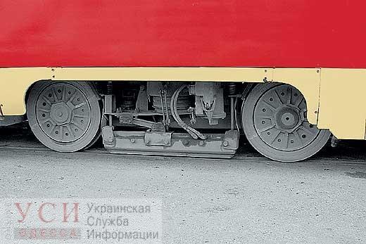 ЧП в Лузановке: одесситка получила сильные травмы, когда гналась за трамваем «фото»