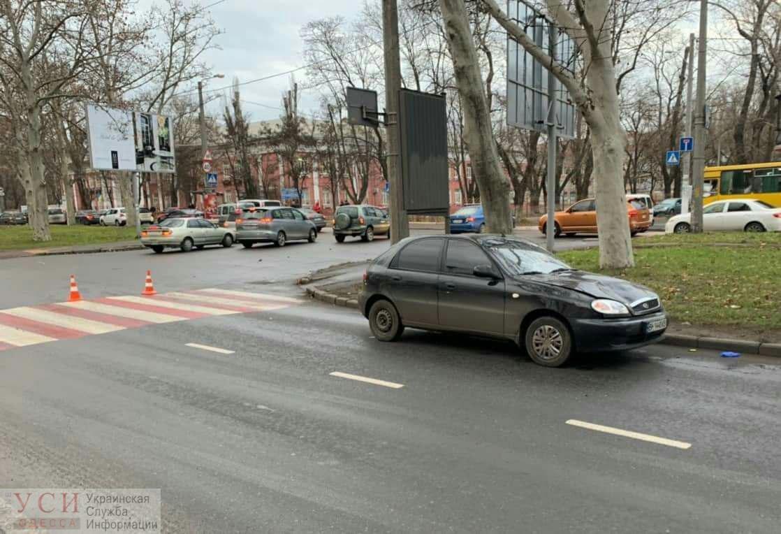 На Адмиральском проспекте автомобиль сбил женщину (фото) «фото»