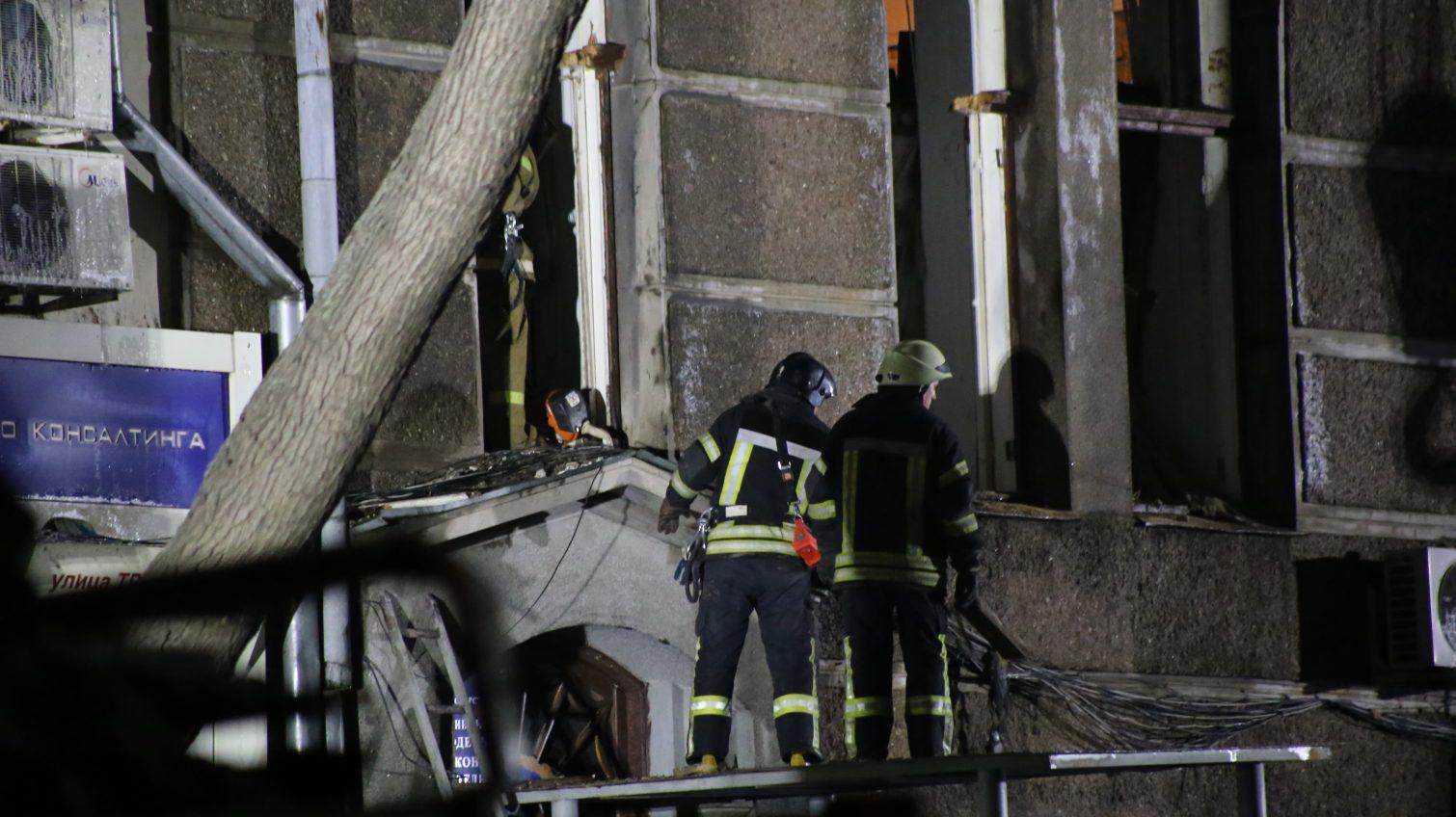 На месте пожара на Троицкой нашли первое тело (видео) «фото»