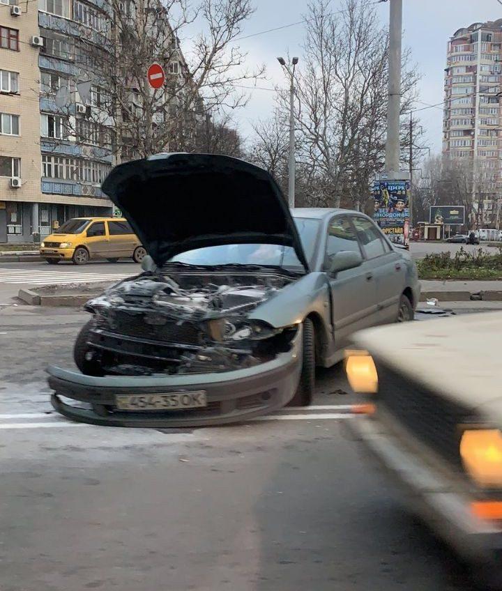 Утреннее ДТП произошло на Таирова: есть пострадавшие (фото) «фото»