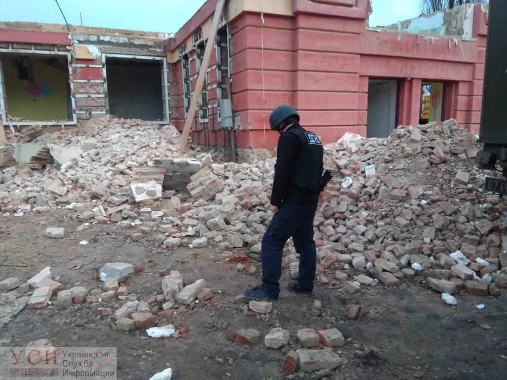 В стене бывшей школы Одесской области нашли снаряд времен Второй мировой (фото) «фото»