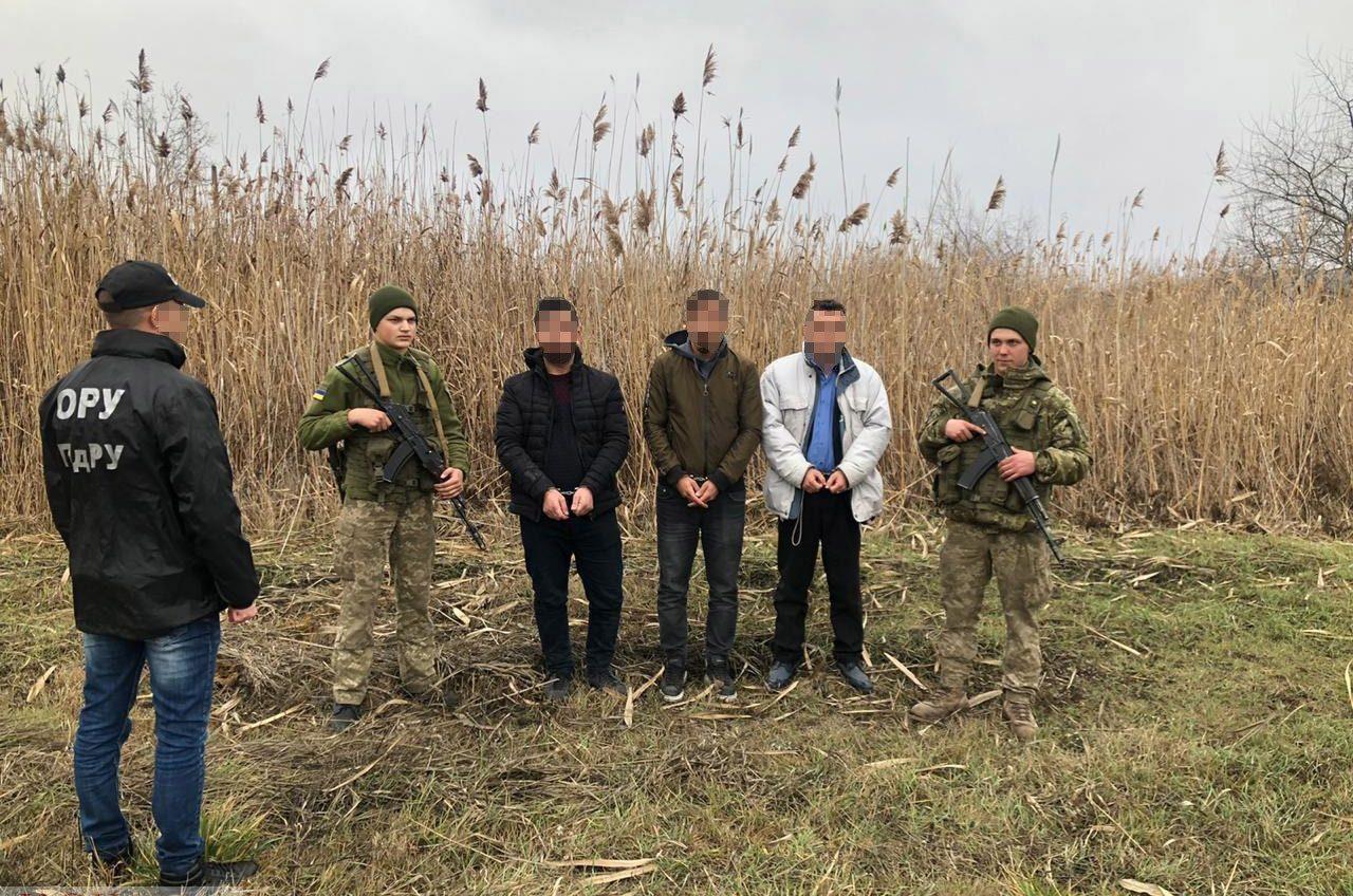 В Раздельнянском районе пограничники остановили группу нелегалов «фото»
