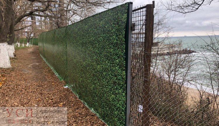 Чиновники говорят, что скандальный забор на Трассе здоровья установили без разрешения «фото»