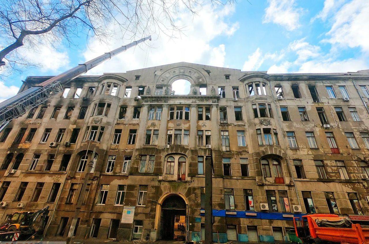 В Одессе хотят снести часть сгоревшего здания на Троицкой «фото»