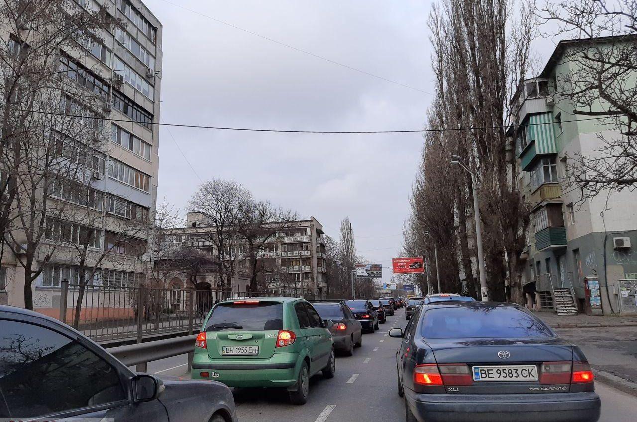 Одессу сковали предпраздничные пробки (карта) «фото»