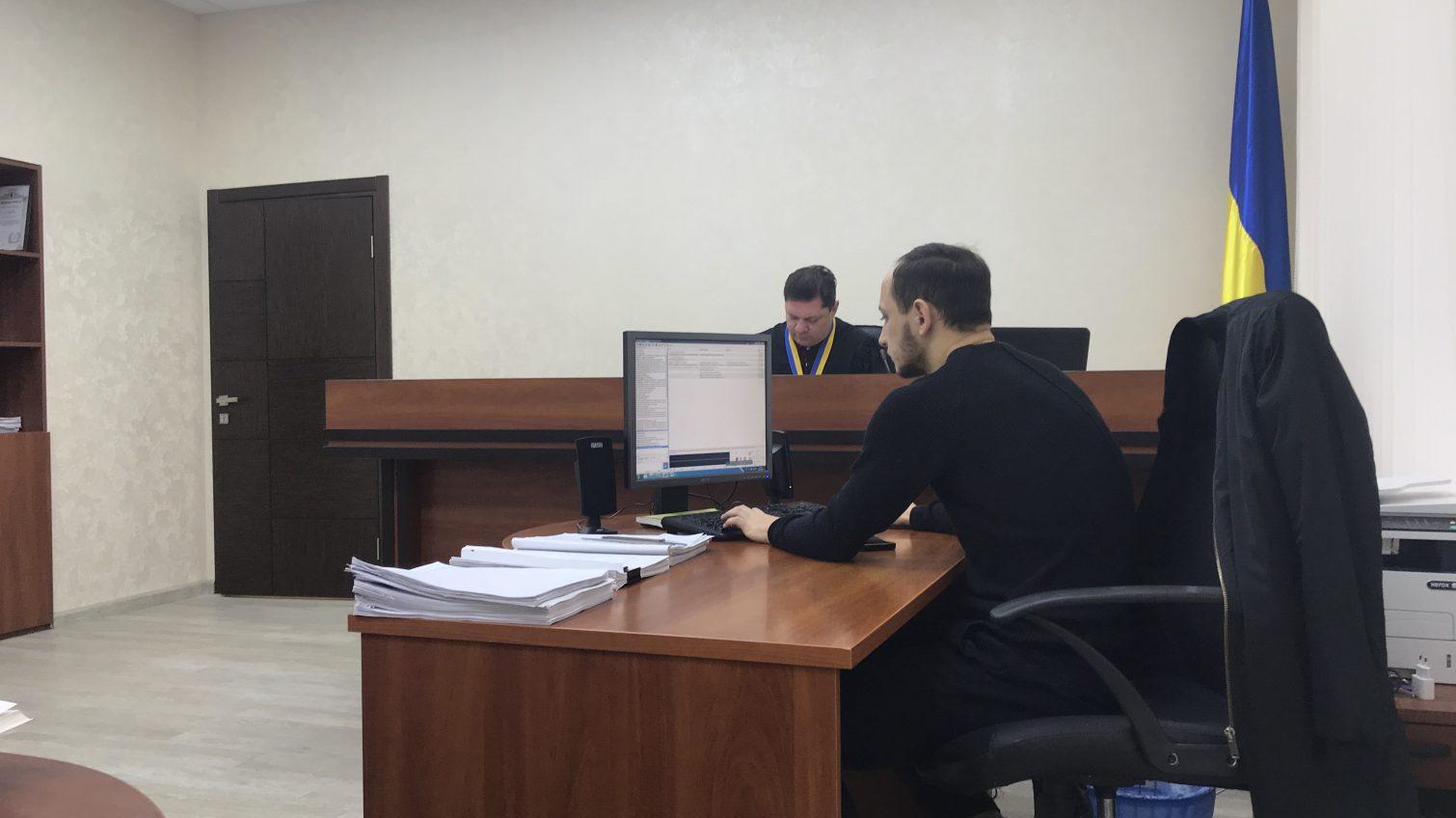 Суд начал рассматривать иск главы службы по делам детей против Труханова (фото) «фото»