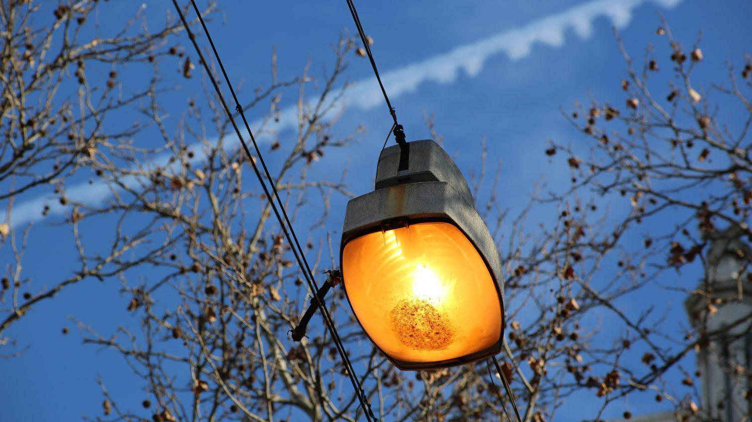 В центре Одессы днем зажгли все уличные фонари (фотофакт) «фото»