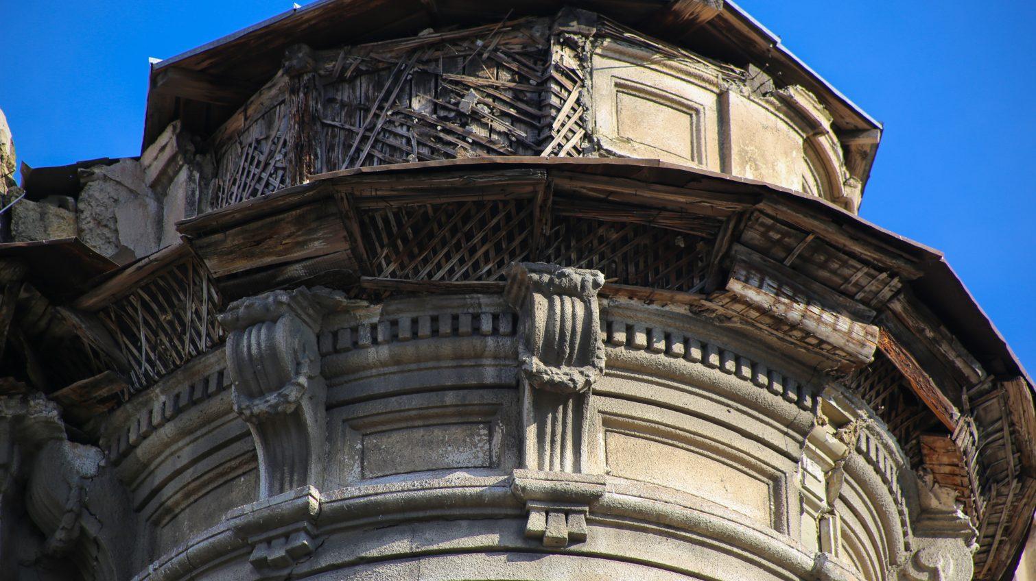 В центре города на глазах одесситов разрушается памятник архитектуры XIX века (фото) «фото»