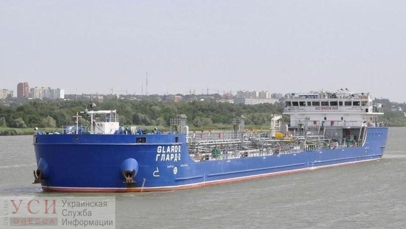 В Черном море танкер под российским флагом столкнулся с рыбацким судном: Босфор закрыт «фото»