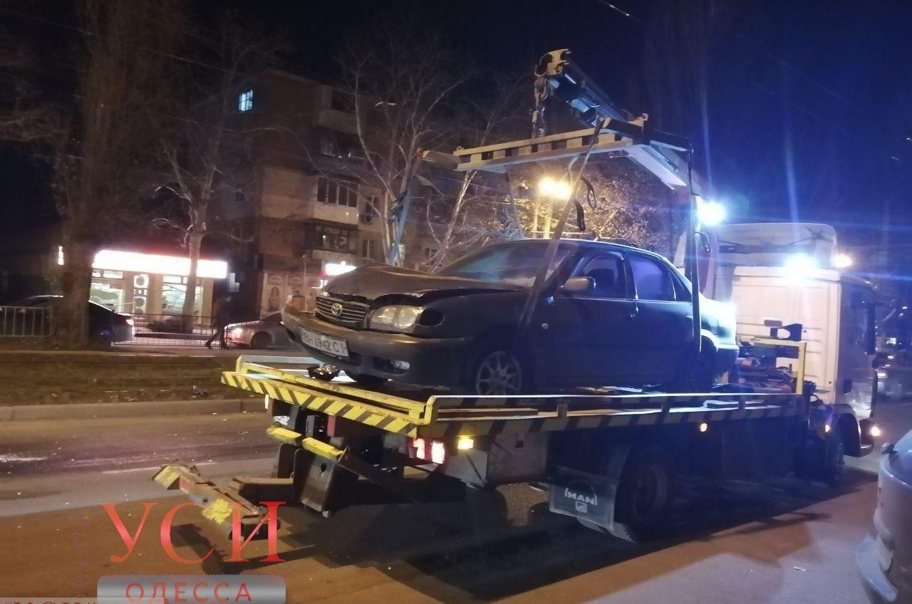 Авария на Таирова: водитель влетел в остановку (фото, видео) «фото»