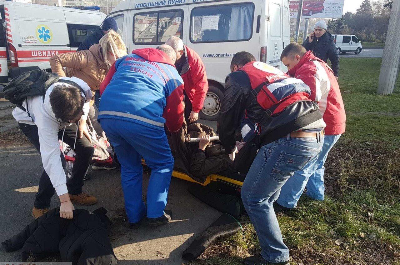 Пожилого мужчину с сердечным приступом спасли одесские волонтеры Красного креста (фото) «фото»