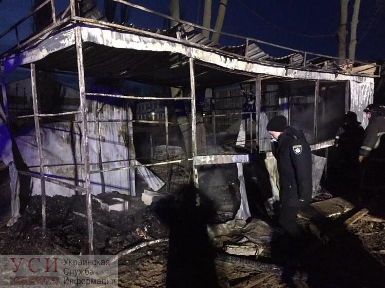 Три человека погибло во время пожара в строительном вагончике под Одессой (фото) «фото»