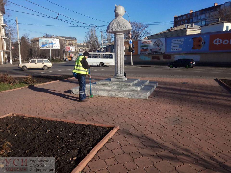 Вандалы разрисовали семь памятников в центре Одессы и лифт в Греческом парке (фото) «фото»