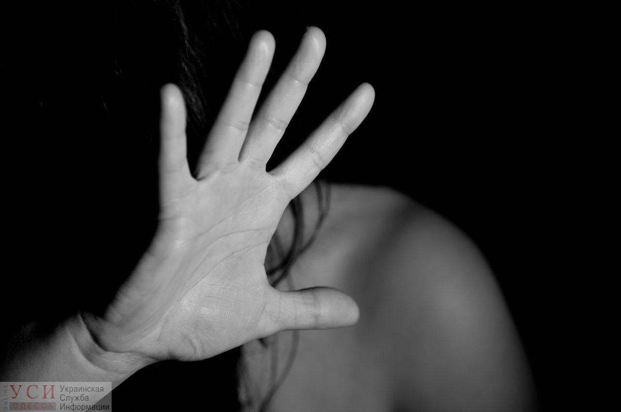Напоил пивом и угрожал расправой: полиция расследует информацию об изнасиловании 14-летней девочки в Одесской области «фото»