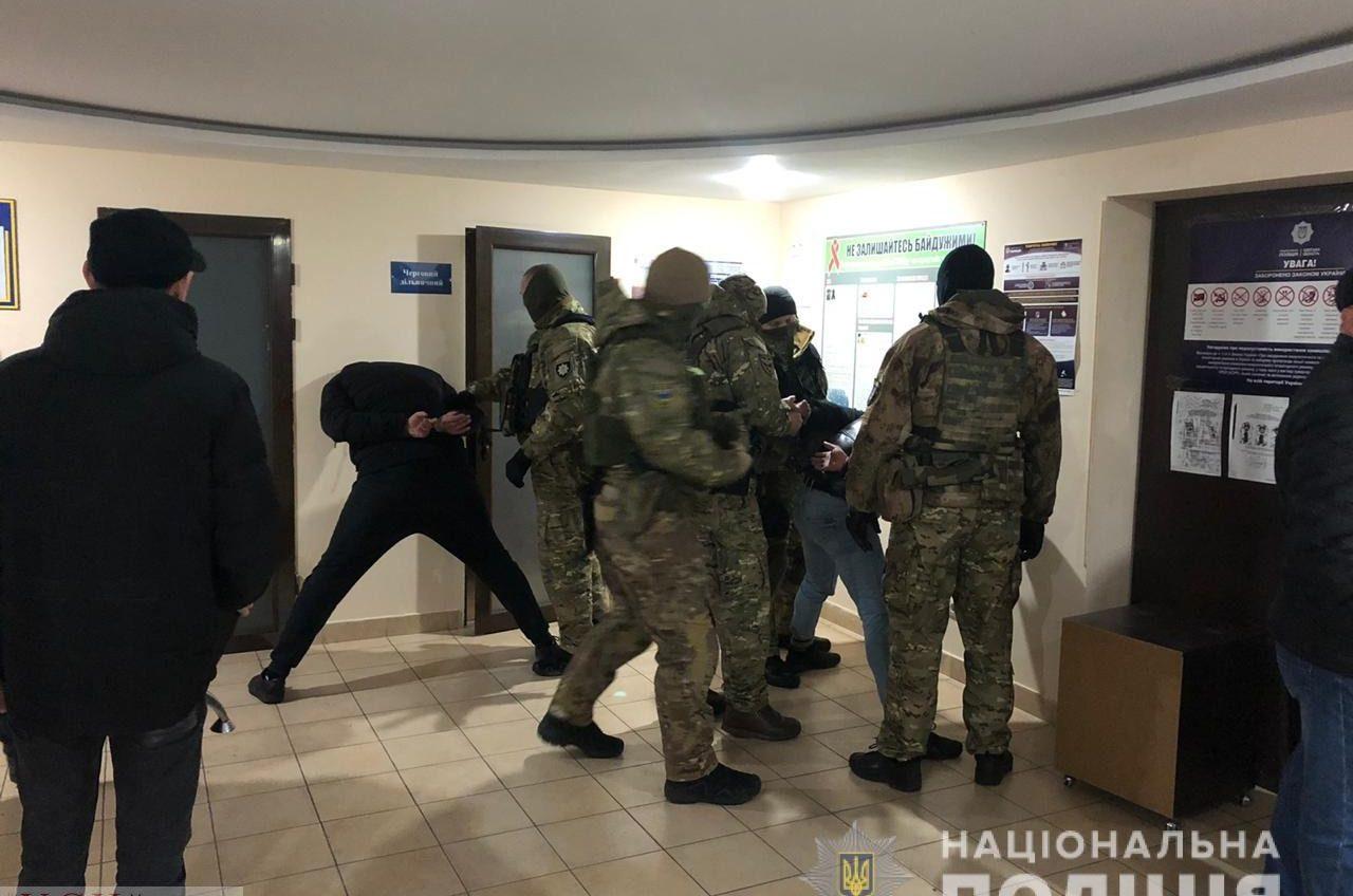 Полиция задержала банду вооруженных одесситов, которые ограбили инкассаторов (фото, видео) «фото»