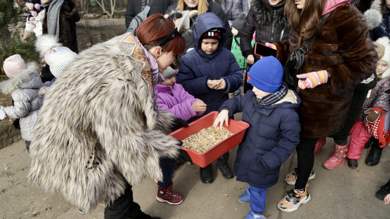 «Рождественские сказки»: в Одесском зоопарке прошел детский праздник с гаданием и танцами (фото) «фото»
