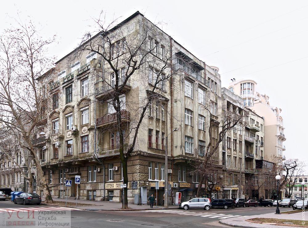 В центре Одессы сняли аутентичную дверь с памятника архитектуры: она не понравилась жильцам (фото) «фото»