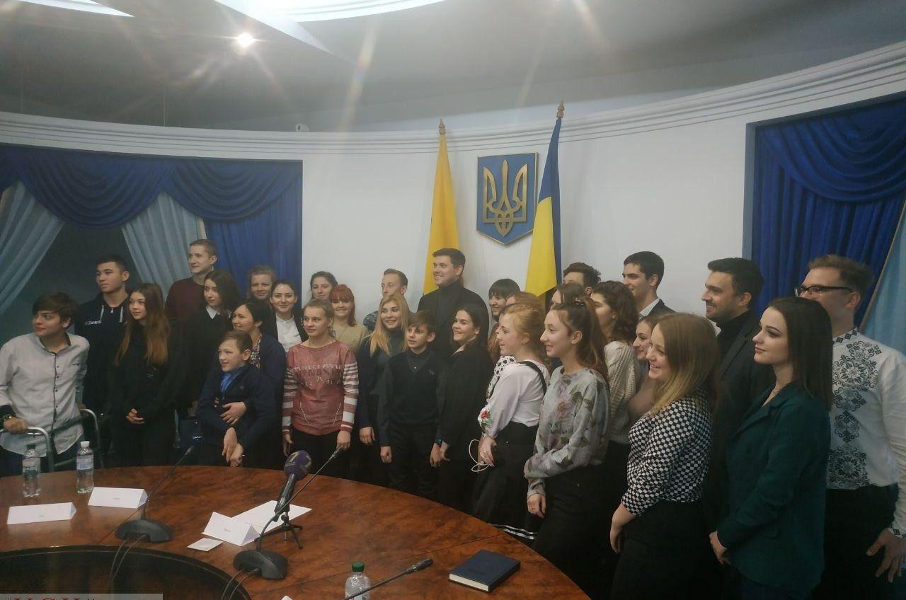 В Одесской обладминистрации создали Детский совет: на экскурсию к чиновникам привезли 32 школьников со всей области (фото) «фото»