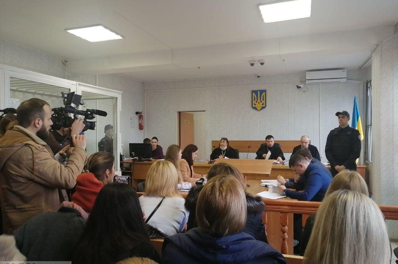 С криками и плакатами: суд дал добро на строительство высоток вместо школы на Гагаринском плато (фото, видео) «фото»