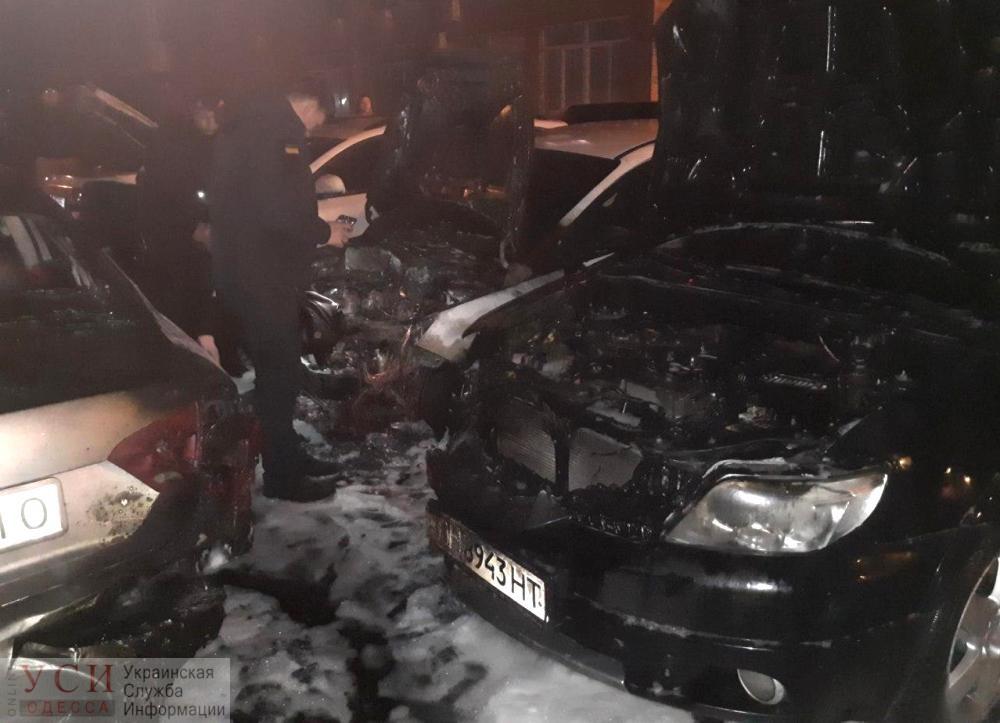 Ночью в Одессе сгорели четыре автомобиля (фото) «фото»