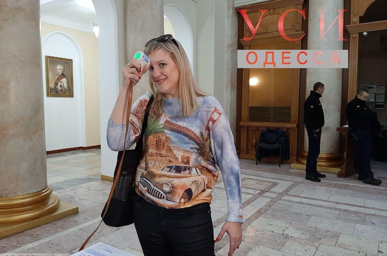 В Одесской мэрии предлагают измерить чиновникам температуру и надеть маску (фото, видео) «фото»