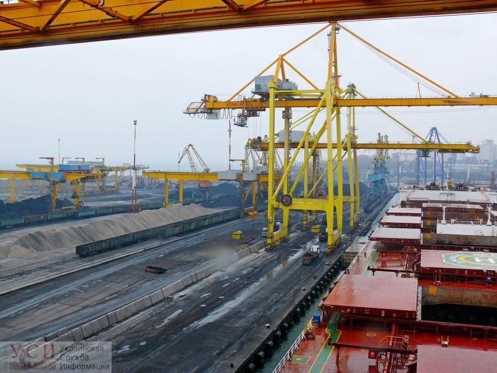 Управленческий кризис в Черноморском порту: предприятие лишили разрешения на выполнение работ повышенной опасности «фото»