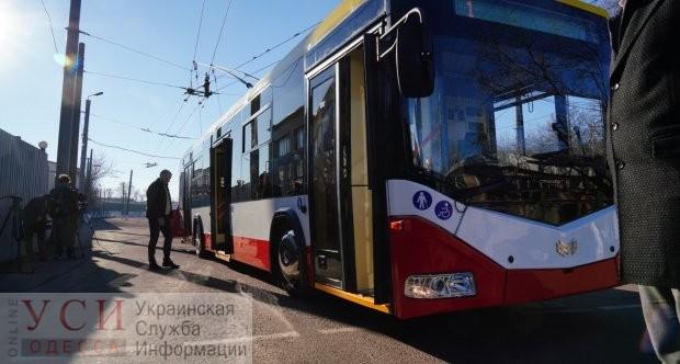 На 5 станции Фонтана в троллейбусе разразился конфликт между двумя пьяными мужчинами: их вывели на улицу «фото»