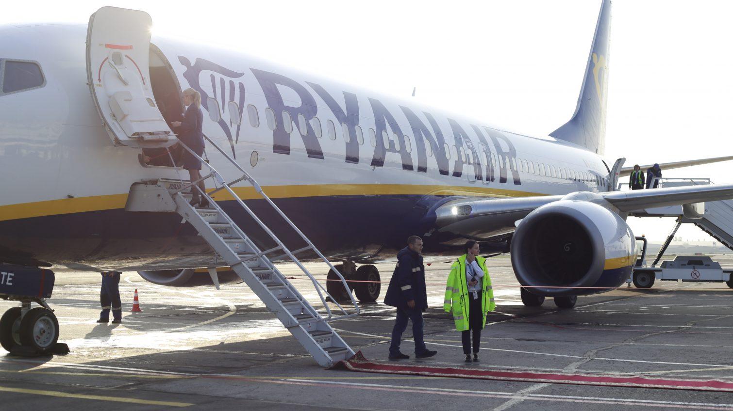 Перехватили: лоукостер Ryanair предлагает «спасательные тарифы» для пассажиров отмененных рейсов Wizz Air из Одессы «фото»